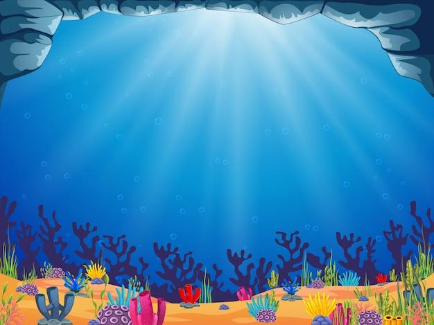 Un hermoso fondo del océano con el agua azul