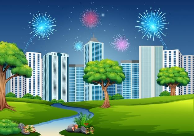 Hermoso jardín con paisaje urbano y fuegos artificiales.