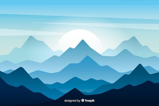 Hermoso paisaje de cadena montañosa con luna