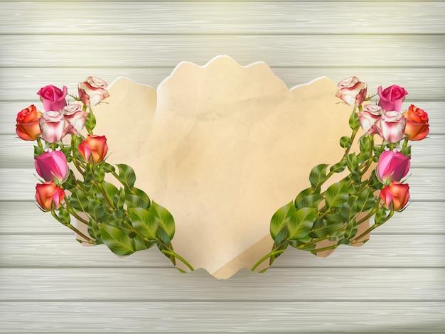 Hermoso ramo de rosas multicolores y una tarjeta de cartón vintage sobre una tabla de madera, primer plano, fondo listo. archivo incluido