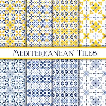 Hermosos azulejos tradicionales mediterráneos pintados arabescos