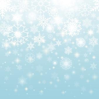 Hermosos copos de nieve blancos en diseño gráfico de patrones sin fisuras sobre fondo azul cielo.