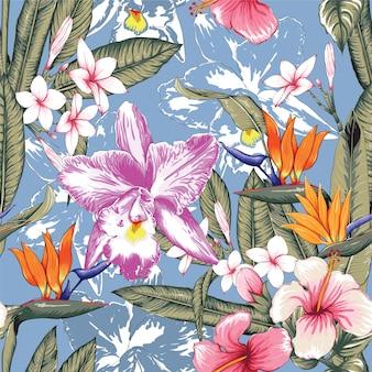 El hibisco inconsútil del color en colores pastel del rosa del estampado de flores, flores de la orquídea de frangipaniand en fondo azul aislado