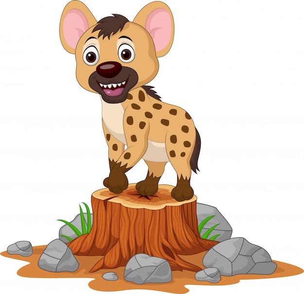Hiena bebé de dibujos animados en tocón de árbol