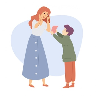 El hijo le da a la madre un regalo felicitación celebración familiar