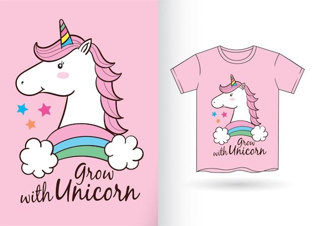 Historieta linda del unicornio para la camiseta