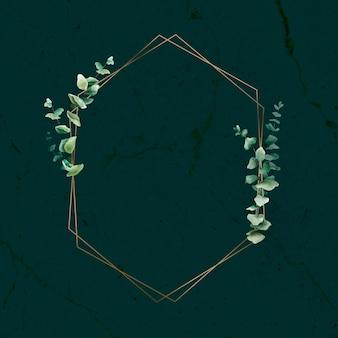 Hoja de eucalipto dibujada a mano con marco dorado hexagonal