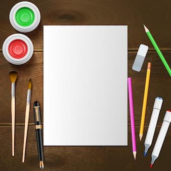 Hoja de papel blanco en blanco e instrumentos de pintor