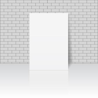 Hoja de papel en blanco blanco o marco de fotos en la pared de mampostería