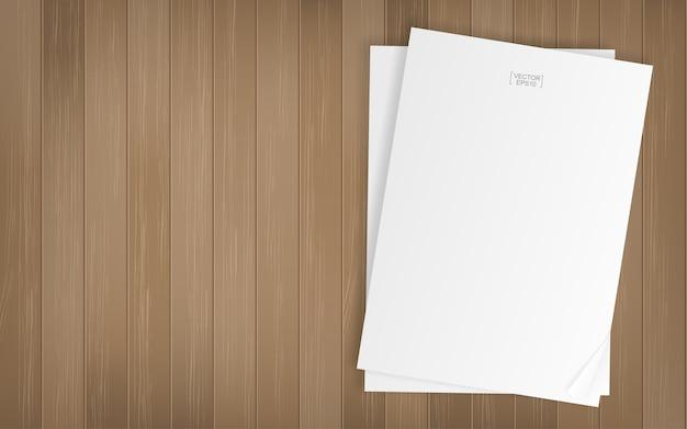 Hoja de papel blanco sobre fondo de textura de madera
