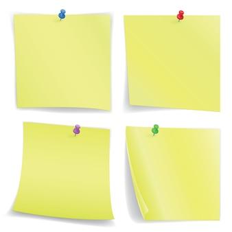 Hojas de cuadernos con alfileres
