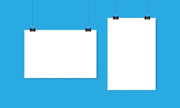 Hojas de papel blanco horizontal y vertical cuelgan de clips e hilos sobre fondo azul. ilustración vectorial eps 10