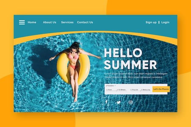 Hola página de aterrizaje de verano con mujer en la piscina