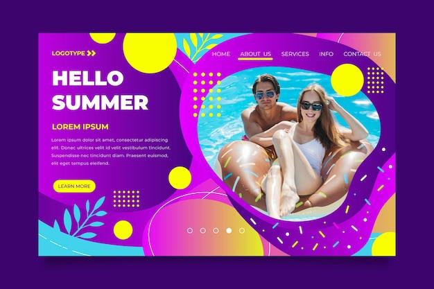 Hola página de aterrizaje de verano con pareja en la piscina