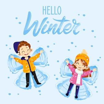 Hola tarjeta de invierno con personajes tumbados en el suelo haciendo ángel de nieve