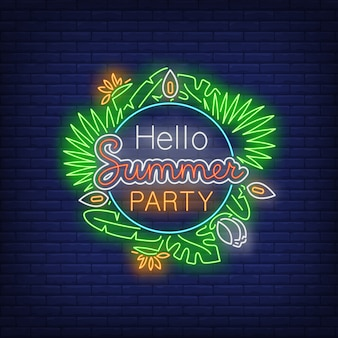 Hola texto de neón de fiesta de verano con plantas exóticas hojas