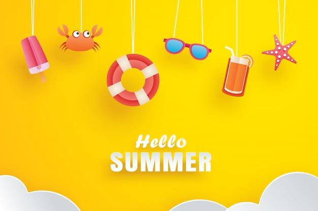Hola verano con origami colgando de amarillo.
