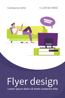 Hombre acostado en el sofá y viendo la televisión. canal, información, plantilla de volante plano de descanso