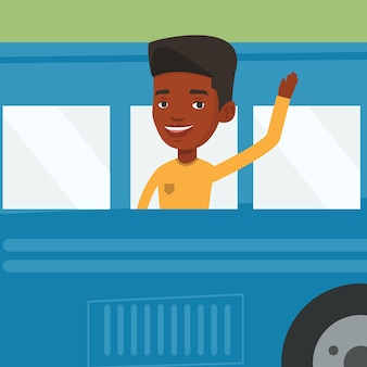 Hombre afroamericano agitando la mano desde la ventana del autobús.
