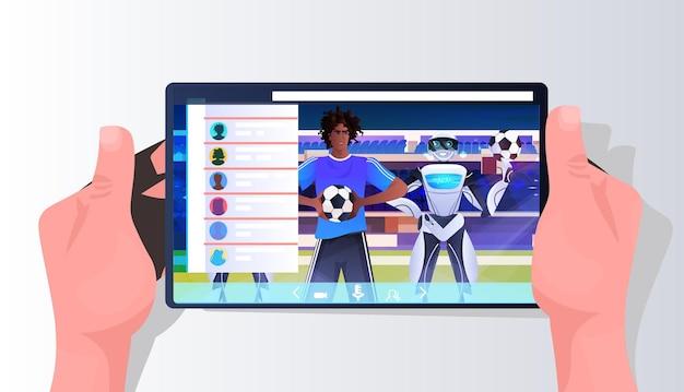 Hombre afroamericano y jugadores de fútbol robot en la pantalla del teléfono inteligente concepto de tecnología de inteligencia artificial ilustración de vector de retrato horizontal