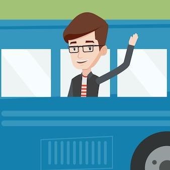 Hombre agitando la mano desde la ventana del autobús.