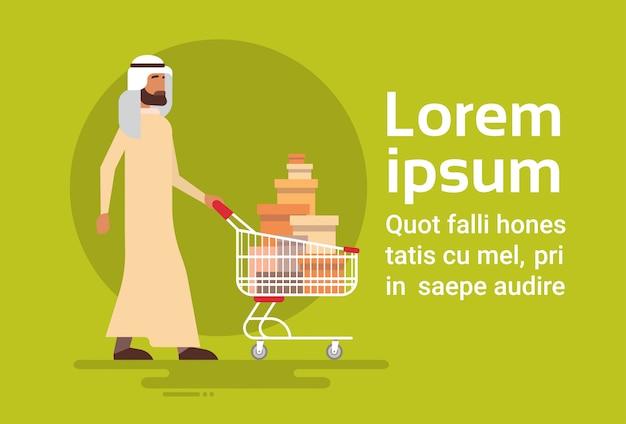 Hombre árabe con carrito de la compra venta empresario árabe comprador