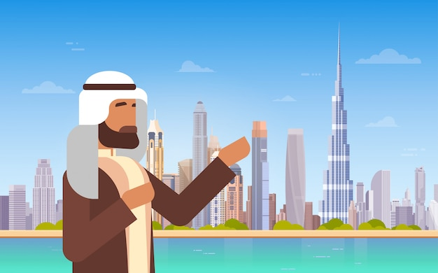 Hombre árabe que muestra el panorama del horizonte de dubai, edificios modernos, viajes de negocios y paisajes urbanos, turismo conce