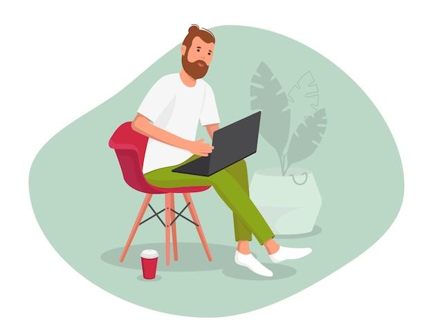 Hombre barbudo joven escribiendo desde la oficina en casa con su computadora portátil en las vueltas, empleado distante, hombre autónomo