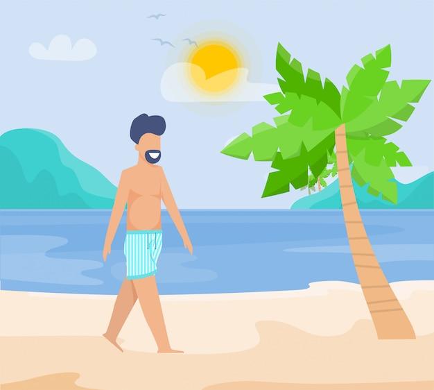 Hombre barbudo sonriente caminando en la playa tropical