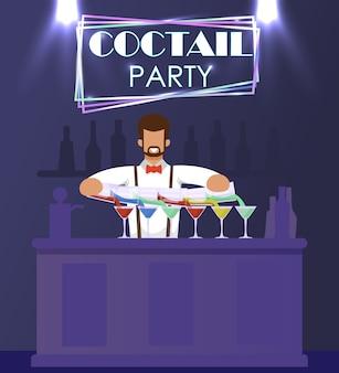 Hombre barman en traje formal se encuentra en barra de bar