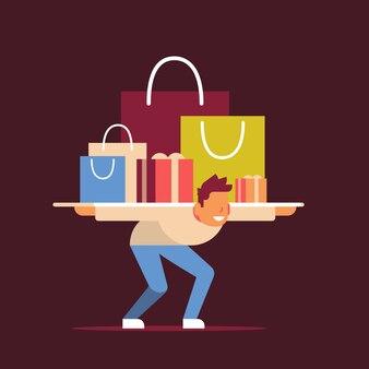 Hombre cliente llevando bolsas compra en hombros viernes negro oferta especial compras