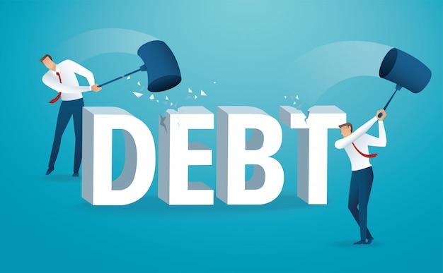 Hombre destruyendo la palabra deuda con un martillo.