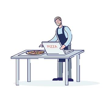 Hombre de dibujos animados en delantal empacando pizza en caja de cartón para servicio de entrega de alimentos