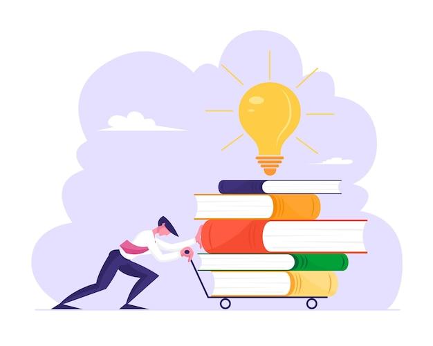 Hombre empujando la carretilla con enorme filete de libros y bombilla incandescente