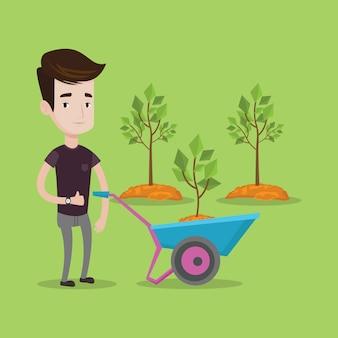 Hombre empujando la carretilla con planta.