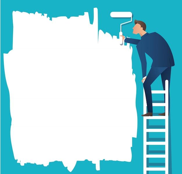 Hombre en la escalera de pintura con un rodillo de pintura