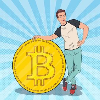 Hombre feliz del arte pop con bitcoin grande