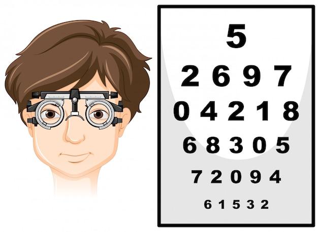 Hombre con gafas de prueba ocular y tabla de lectura