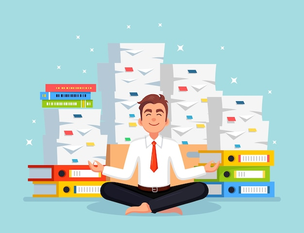 Hombre haciendo yoga. pila de papel, empresario ocupado con pila de documentos. trabajador meditando, relajándose
