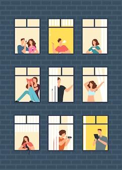 Hombre de la historieta y vecinos de la mujer en ventanas del apartamento en el edificio.