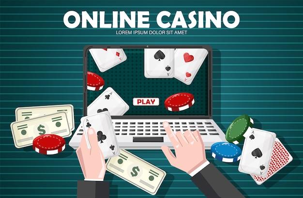 Hombre jugando casino en línea con objetos del juego en la mesa