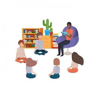 Hombre con libro de lectura en el sofá y niños.