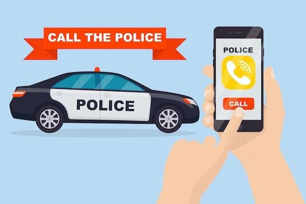 El hombre llama a la policía. smartphone con aplicación de servicio policial en pantalla y coche de policía
