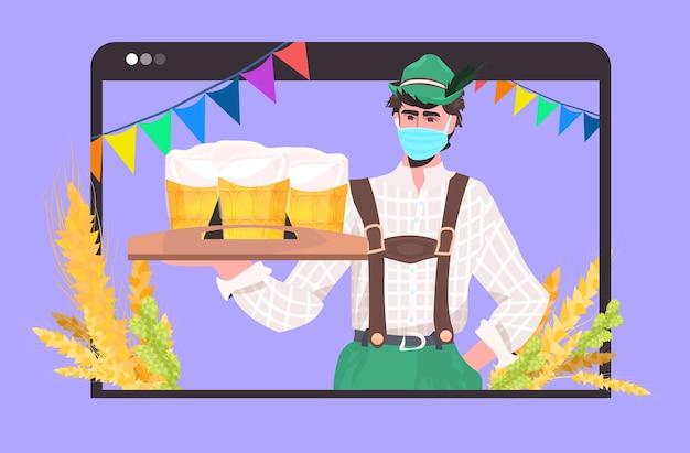 Hombre en máscara sosteniendo jarras de cerveza oktoberfest party festival