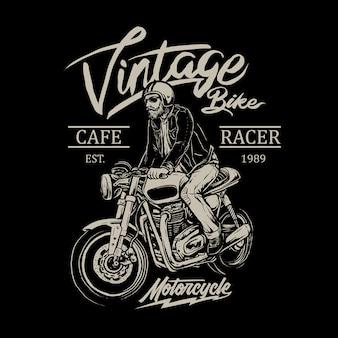 Hombre montando cafe racer moto insignia