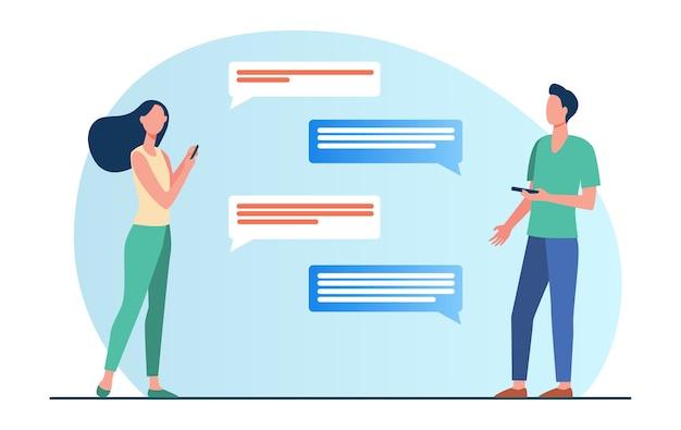 Hombre y mujer charlando online. personas que utilizan teléfonos móviles, bocadillo, ilustración vectorial plana de distancia. comunicación, internet