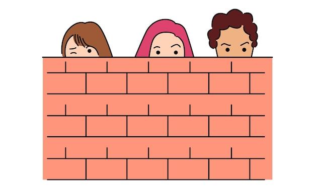 Hombre y mujer escondidos detrás de una pared.