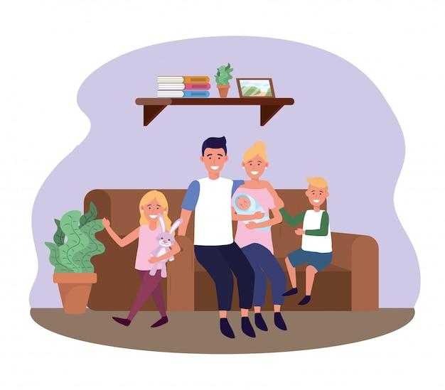 Hombre y mujer con hija e hijos en el sofá.