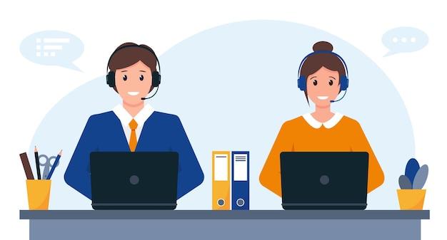 Hombre y mujer joven con auriculares, micrófono y computadora.