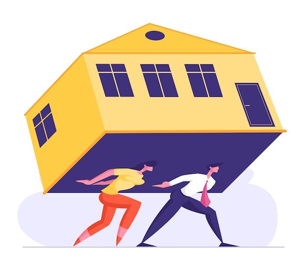 Hombre y mujer llevan una enorme casa pesada en la espalda